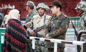 الجيش يطلب المتظاهرين مساعدة العودة للحياة الطبيعية